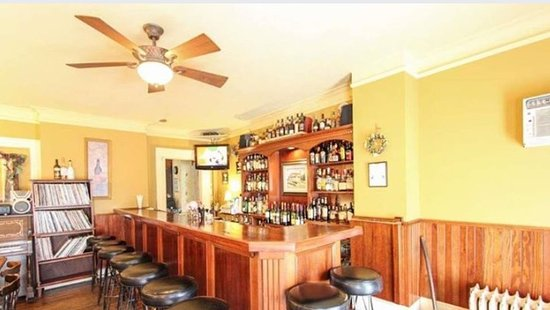 Johnstown, Nova York: Bar features a large selection of single malt Scotch