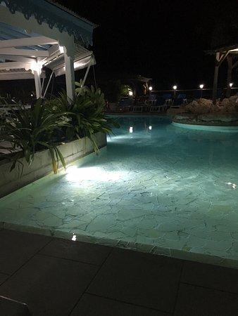 Hostellerie des Chateaux: Diner au bord de la piscine