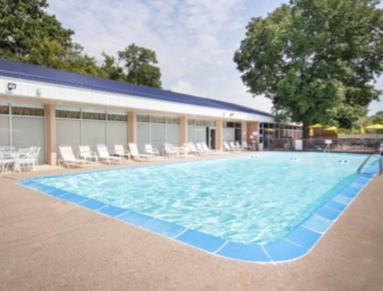 Pool - Picture of Days Inn by Wyndham Dubuque, Dubuque - Tripadvisor