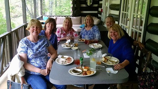 Brevard, NC: Our mini high school reunion had a real treat at Lola's!