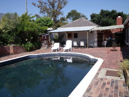 Waterford Guest House: Communal Pool Area