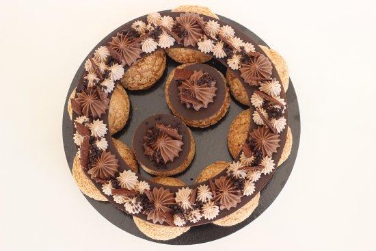 Mi Cielo Patisserie : chocolate choux crown (on demand)