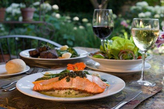 Ojai, Californië: wild salmon with cilantro pesto