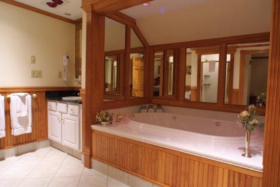 Jackson, New Hampshire: Arden Bathroom