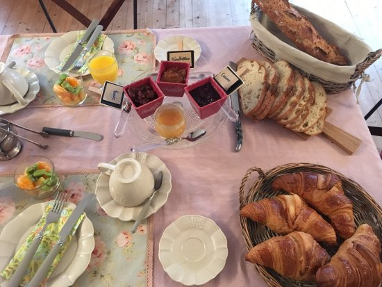 Lailly-en-Val, France: Petit dejeuner