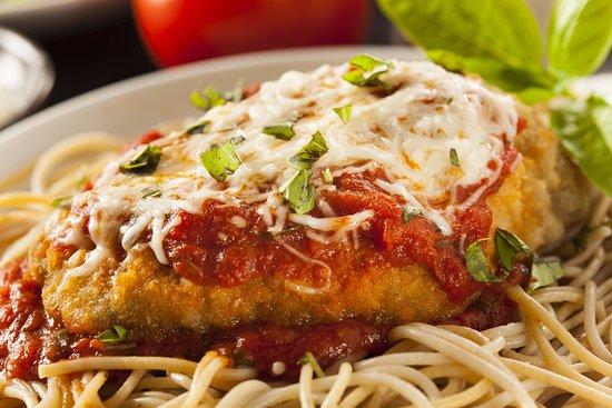 Leonardo's Italian Grille: Chicken Parmesan