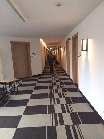 Corridor picture of poziom 511 design hotel spa for Design hotel 511