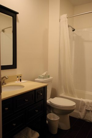 salle de bain tr s fonctionnelle picture of howard. Black Bedroom Furniture Sets. Home Design Ideas