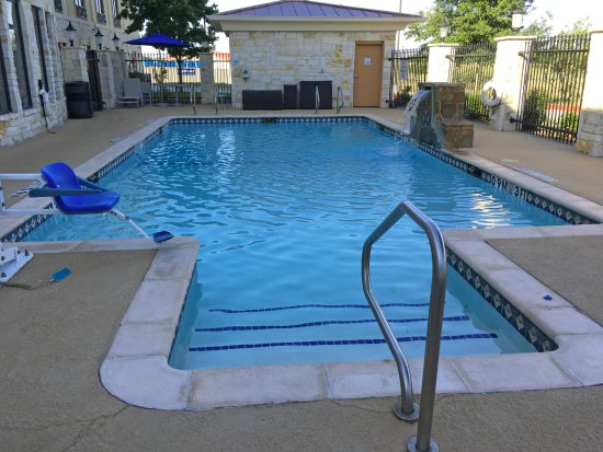 Beeville, TX: Great family pool and relaxation area