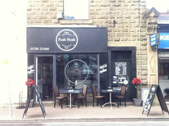 Haslingden, UK: Outside seating, perfect for people watching!