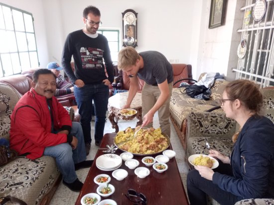 Green Olive Tours : Having lunch at the Palestinian Family