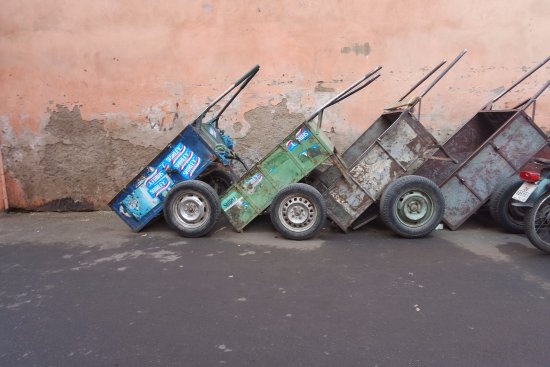 Riad Al Badia: Carts to transport goods or luggage