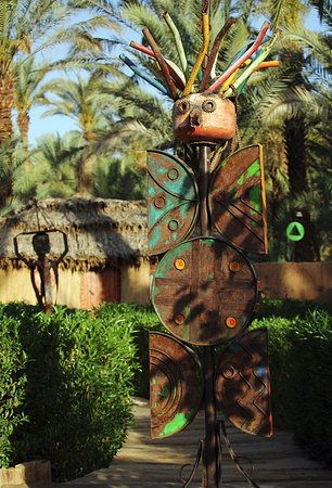 Riad Lamane : Quirky recycled art in the gardens