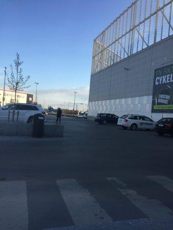 Bromma, Szwecja: Barkarby shoppingställe, inget vacker natur.  Bra med parkering