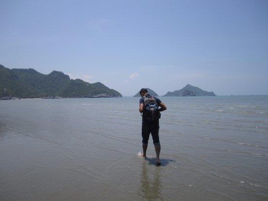 Sam Roi Yot, Tailandia: Finish back at Bang Po Beach. The water is beautiful and warm to walk through.