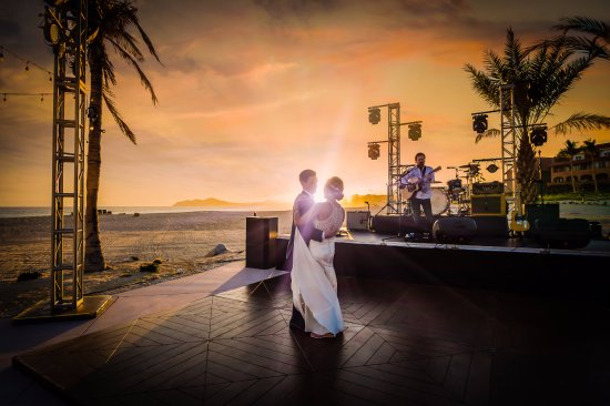 Casa del Mar Golf Resort & Spa: Wedding sunset at beach Club
