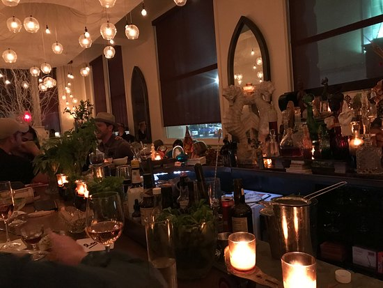 International House Boutique Hotel: Loa bar - our favorite!