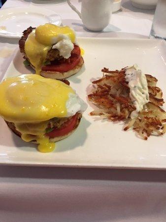 Granite Restaurant and Bar : Delicious and rich Crab Benedict