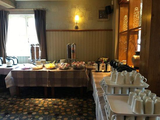 Sale, UK: Breakfast buffet