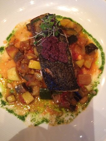 Melville, Estado de Nueva York: Lucious salmon dinner with fresh veggies and olive Tampanade.