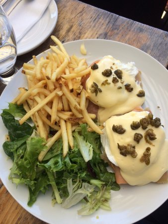 White Rock, Kanada: The Salmon Benny