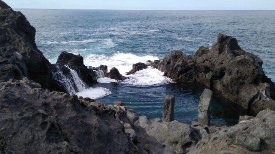 San Juan de la Rambla, Spain: Precioso momento al ver romper las olas contra el charco!! Todo un espectáculo! Recomendable!! E