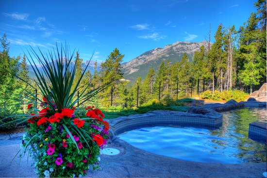 Hidden Ridge Resort: Outdoor Hot Pool with view