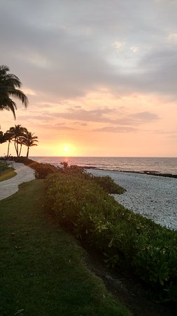 Lagoon Grill at Hilton Waikoloa: A Beautiful Hawaiian sunset