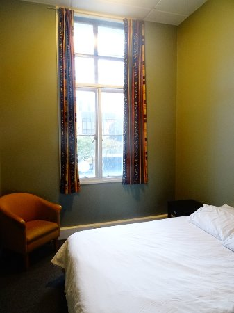 GOOD value for money, GREAT service, FRIENDLY place to stay, IDEAL location!