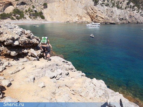 Playa Coll Baix: Вот опытные туристы начинают проходить последний отрезок перед пляжем.