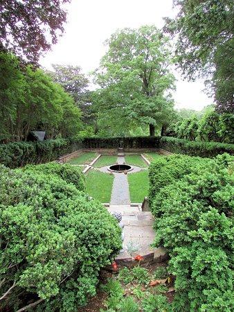 Agecroft Hall : View of the garden