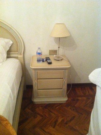 comodino camera da letto, a destra si vede un po il canterano - Foto ...
