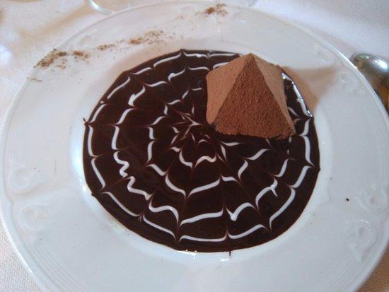Milon-la-Chapelle, France : Pyramide chocolat