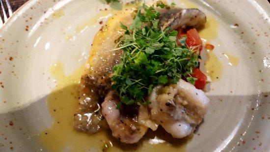 Brandesburton, UK: Delicious Sea Bream with ratatouille