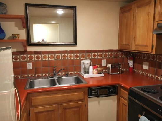 Pueblo Bonito Bed and Breakfast Inn: Suites at Pueblo Bonito Inn include small  kitchens with limited stock- perfect for light cookin