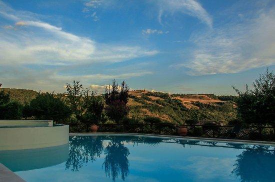 Carbonesca, Italy: val di boccio piscina
