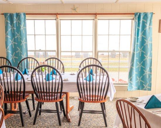 East Boothbay, ME: Ocean view dining.