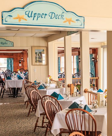 Ocean Point Inn & Resort Restaurtant : Dining with a great view.