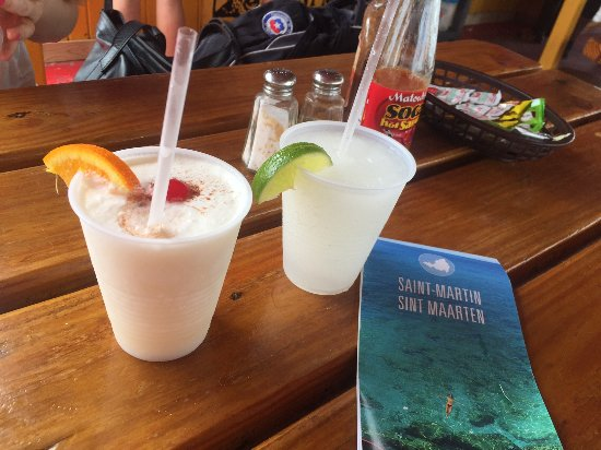 Pedro's Beach Bar & Restaurant : Cockteles y mapa de regalo