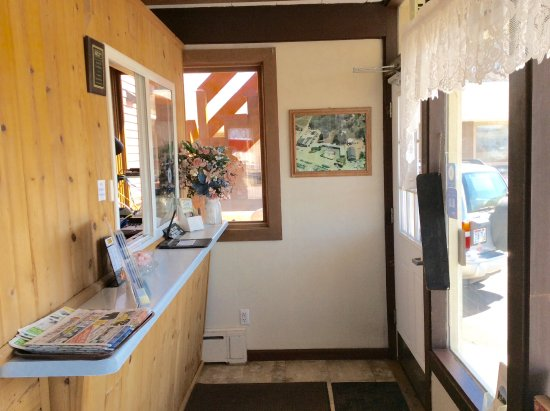 Iron Mountain, MI : Front Desk