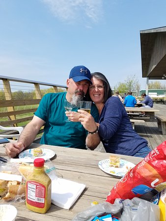 Lodi, NY: Enjoyong a picnic lunch on the deck with wine and beer