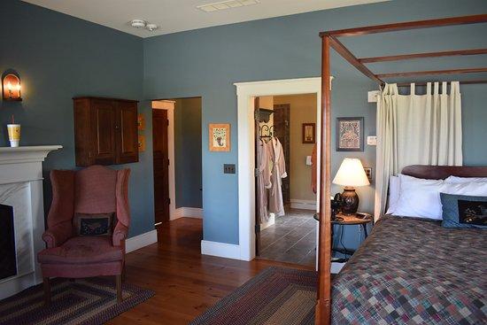 The Inn at Hermannhof : Chambourcin Suite photo