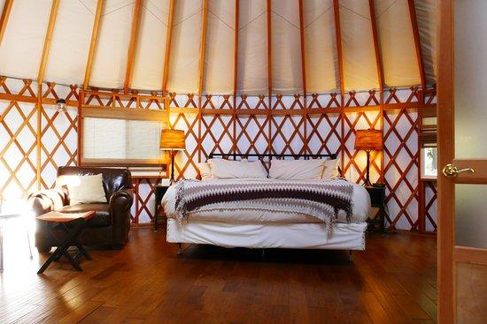 Frostburg, MD: Inside our yurt
