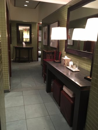 Manhasset, Estado de Nueva York: bathroom