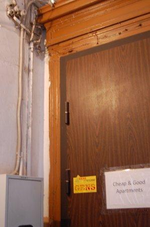 Cheap & Good Apartments: Hostel main entrance