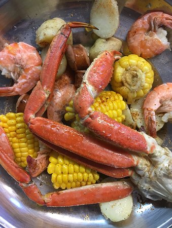 Westhampton, Estado de Nueva York: Our very popular Low Country Boil is now on our menu!