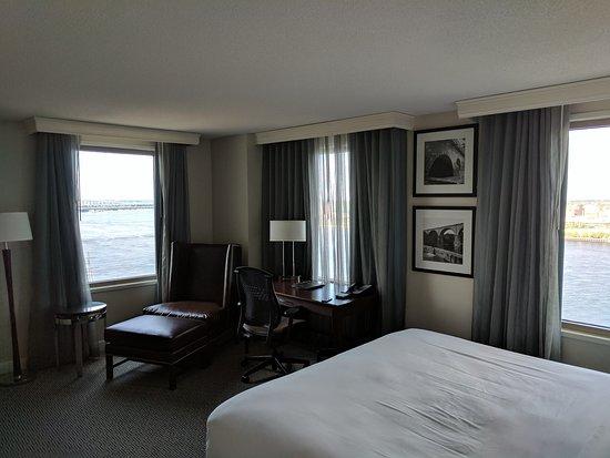 King corner room. 20th floor. River view