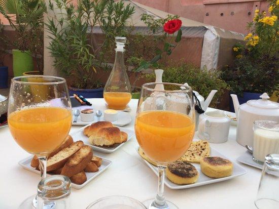 Riad Al Badia: Breakfast on rooftop