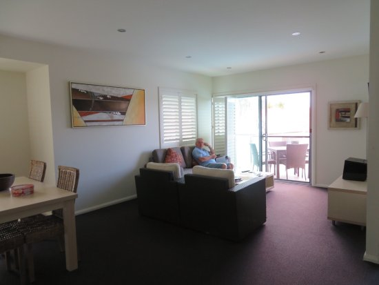Oaks Pacific Blue Resort: This is the place to stay if you just want t relax and enjoy life , it is only a short drive in