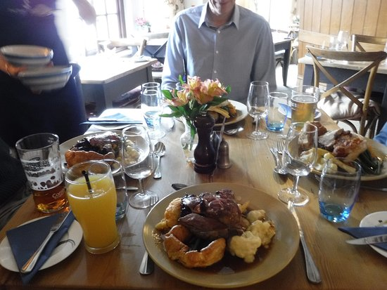 Port Gaverne, UK: Sunday lunches - with friends